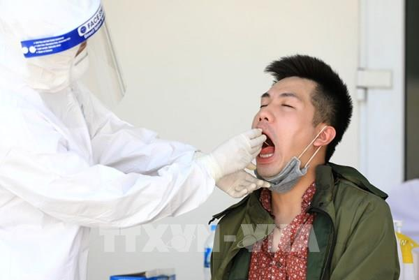 Hà Nội bắt đầu lấy mẫu xét nghiệm RT-PCR cho hơn 50.000 người về từ Đà Nẵng