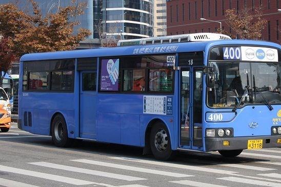 Hàn Quốc lắp đặt nhà chờ xe buýt thông minh chống lây nhiễm COVID-19