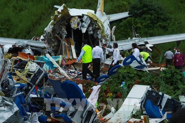"""""""Khám"""" hộp đen máy bay gặp nạn tại Ấn Độ"""