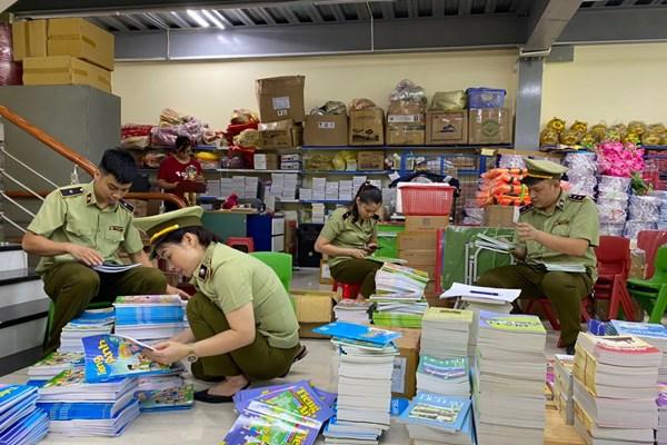 Tạm giữ gần 4.000 quyển sách giáo khoa có dấu hiệu giả mạo