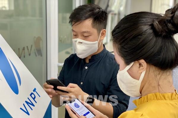 Hỗ trợ các thuê bao cài đặt ứng dụng Bluezone trên điện thoại thông minh