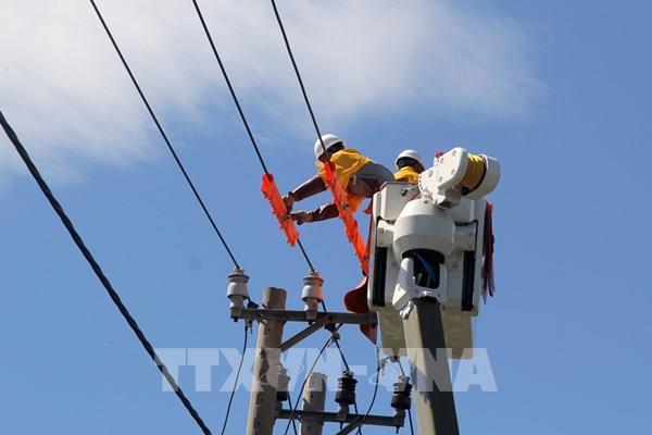 Điện lực Phú Yên thành lập đội sửa chữa điện nóng thứ 2