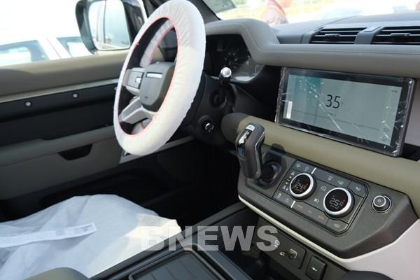 Land Rover Defender mới đã có mặt tại Việt Nam, dự kiến ra mắt vào tháng 9