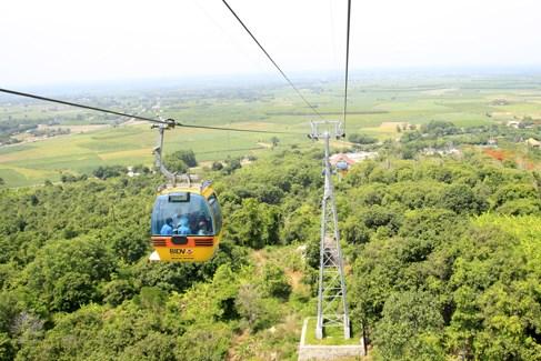Núi Bà Tây Ninh tạm dừng hệ thống cáp treo và xe ống trượt