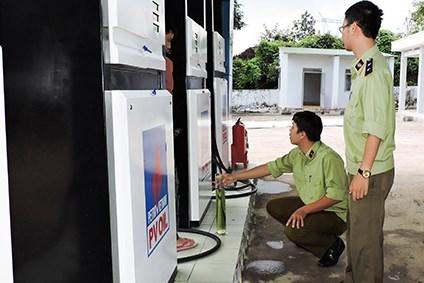 Xử phạt trường hợp vi phạm kinh doanh xăng, dầu gần 80 triệu đồng