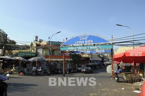 Chợ Long Biên khuyến khích các các hộ kinh doanh mặt hàng không thiết yếu hạn chế mở cửa