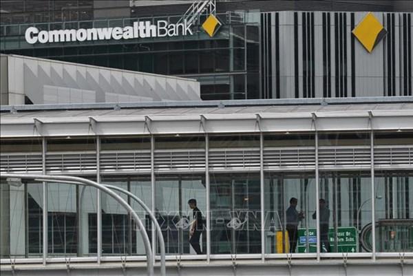 """COVID-19 """"thổi bay"""" 5,2 tỷ USD lợi nhuận của ngân hàng lớn nhất Australia"""