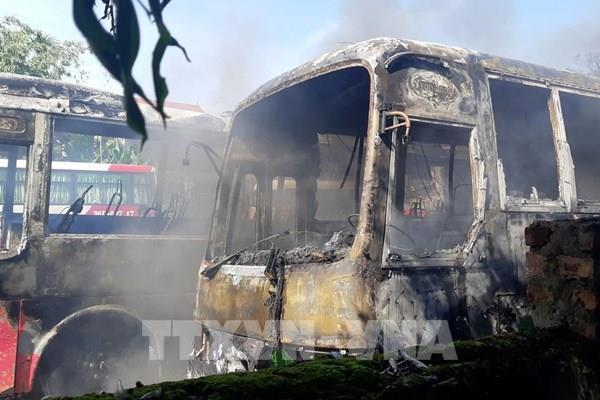 Thanh Hóa: Cháy 6 xe khách tại bãi giữ xe tự phát