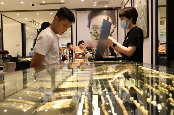 Giá vàng thế giới lại tăng vượt ngưỡng 2.000 USD/ounce