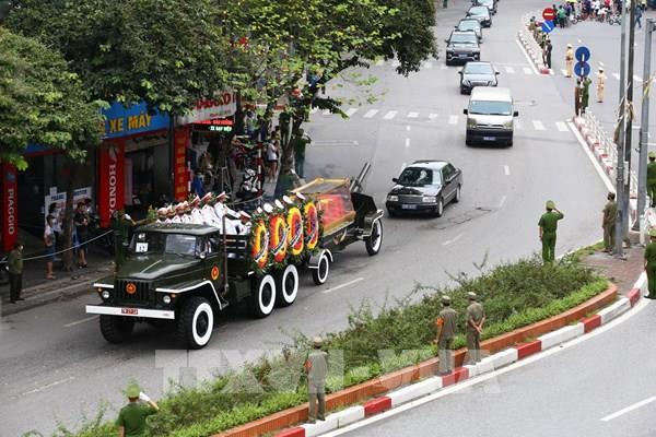 Lễ an táng nguyên Tổng Bí thư Lê Khả Phiêu tại Nghĩa trang Mai Dịch, Hà Nội