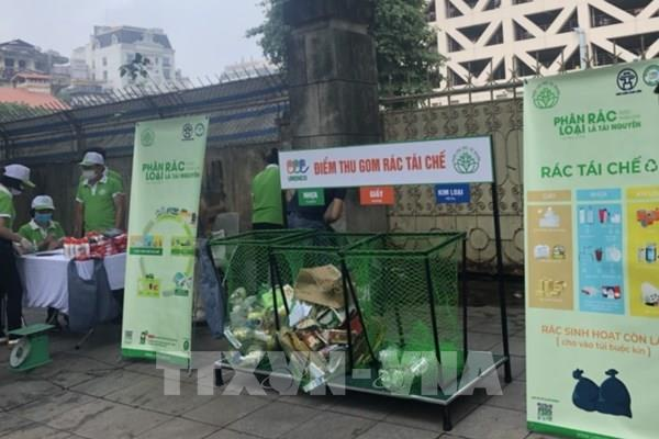 Hà Nội: Thực hiện thí điểm chương trình đổi rác lấy quà