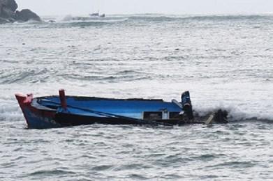 Thanh Hóa: Chìm tàu, 5 ngư dân được cứu nạn kịp thời