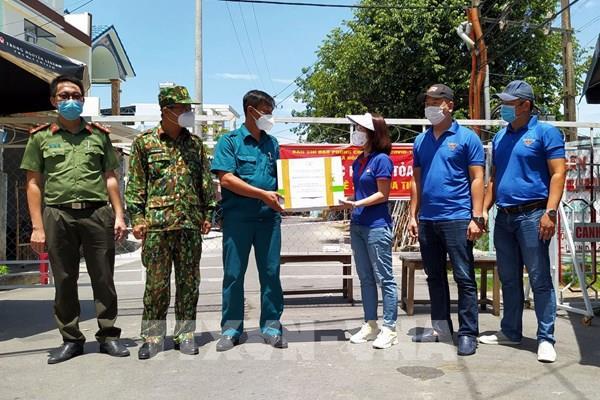 Dịch COVID-19: TTXVN tiếp tục hỗ trợ vật dụng bảo hộ y tế cho Đà Nẵng