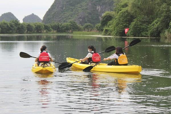 Khai trương tour dịch vụ chèo thuyền Kayak ở Tràng An