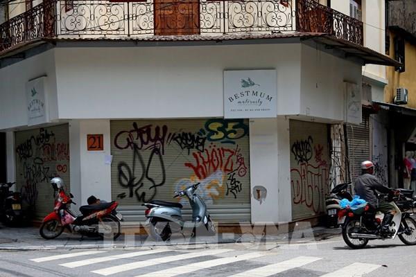 Ế ẩm vì COVID, hàng loạt cửa hàng ở phố cổ Hà Nội phải đóng cửa