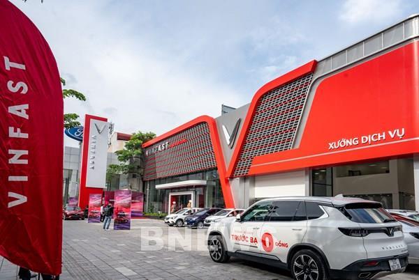 Khám phá showroom VinFast mới rộng 5.000m2 tại Hà Nội