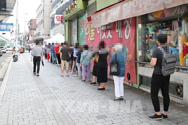 Hàn Quốc thêm 1.000 ca bệnh chỉ trong 5 ngày, ổ dịch Nhà thờ Sarang Jeil gây lo ngại