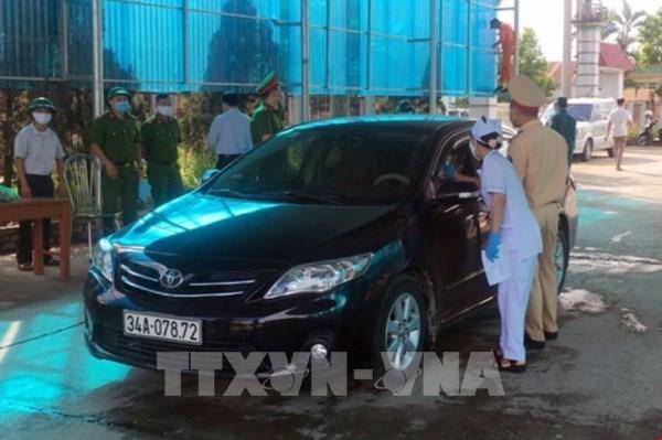 Quảng Ninh khẩn cấp lập chốt kiểm soát dịch, cách ly người từ Hải Dương về