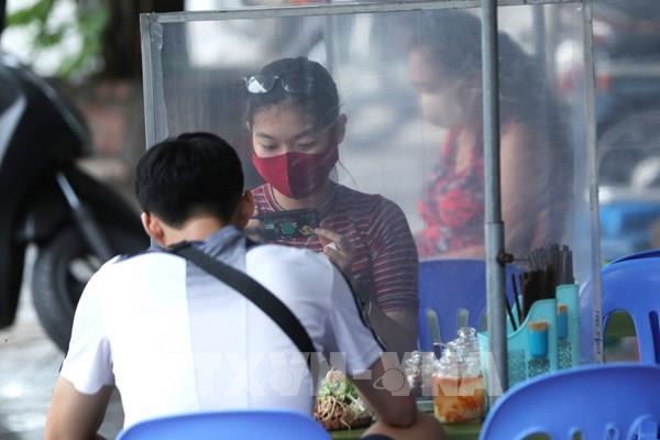 Các cơ sở kinh doanh dịch vụ ăn uống ở Hà Nội thực hiện giãn cách Từ 0 giờ ngày 19/8/2020
