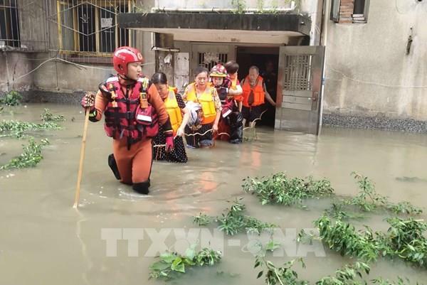Trung Quốc sơ tán hơn 100.000 người dân do lũ lụt