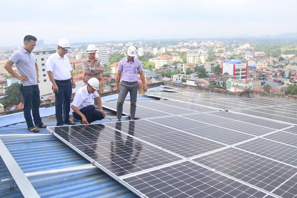 Điện lực miền Bắc tạo điều kiện tối đa cho khách hàng lắp điện mặt trời mái nhà