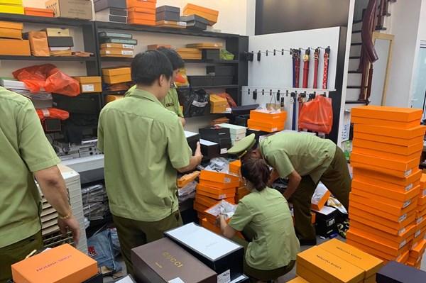 Xử phạt 7 cửa hàng kinh doanh quần áo, giày dép, túi xách tại Bắc Ninh