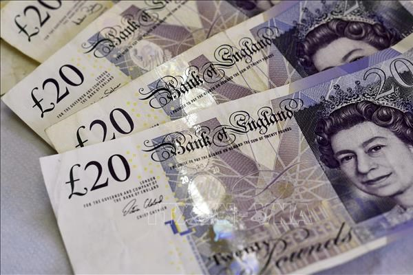 Nợ công của Anh lần đầu tiên vượt ngưỡng 2.000 tỷ bảng