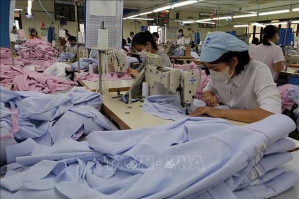 Ngành may mặc Trung Quốc ghi nhận doanh thu và lợi nhuận sụt giảm trong nửa đầu năm 2020