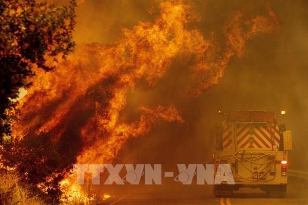 Cháy rừng tiếp tục lan mạnh tại bang California (Mỹ)