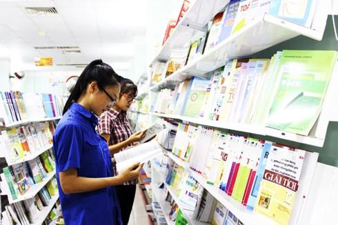 Thị trường đồ dùng học tập: Giảm giá, nhà sách siêu thị vẫn vắng khách