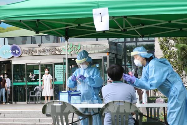Các công ty dược phẩm Hàn Quốc chạy đua phát triển vaccine phòng COVID-19