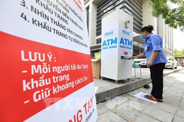 Hà Nội bắt đầu triển khai Cây ATM phát khẩu trang miễn phí cho người dân