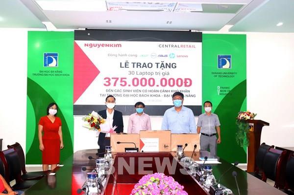 Nguyễn Kim trao tặng 200 Laptop cho học sinh có hoàn cảnh khó khăn