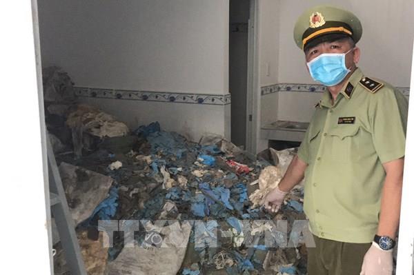 Phát hiện hơn 11 tấn găng tay, quần áo bảo hộ là rác thải có nguy cơ lây nhiễm dịch bệnh
