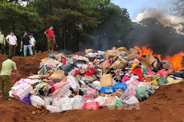 Gia Lai tiêu hủy hơn 10 tấn hàng giả, không rõ nguồn gốc