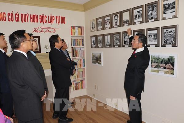 Khai trương phòng trưng bày về Chủ tịch Hồ Chí Minh tại Canada
