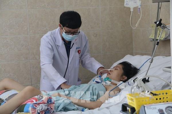 Điều trị tích cực cho 2 bệnh nhân nghi ngộ độc do ăn pate Minh Chay