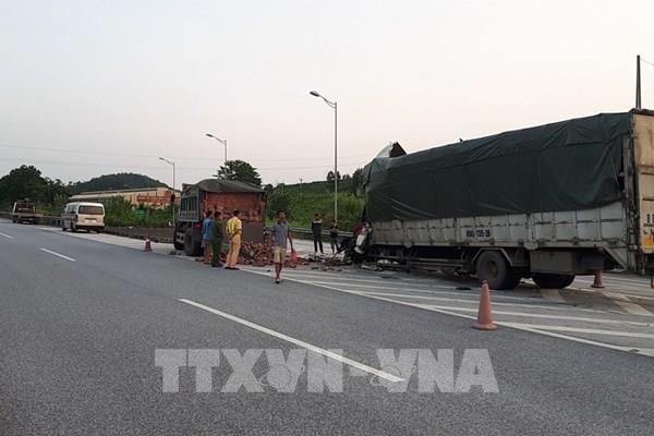 Hai xe tải va chạm trên cao tốc Nội Bài – Lào Cai, một người tử vong