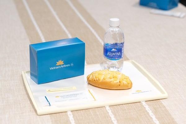 Vietnam Airlines phục vụ 12 loại bánh mới cho hạng phổ thông