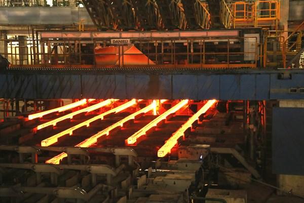 Hòa Phát bán gần 500.000 tấn thép trong tháng 8