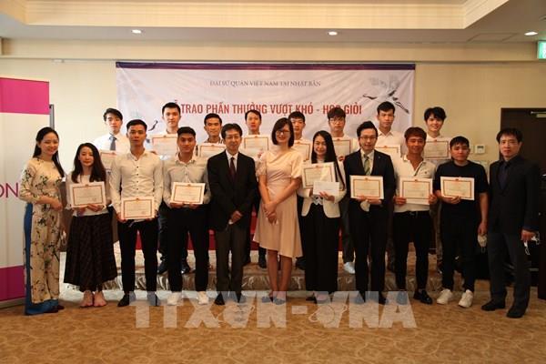 Trao quà khuyến học cho thực tập sinh Việt Nam giỏi tiếng Nhật