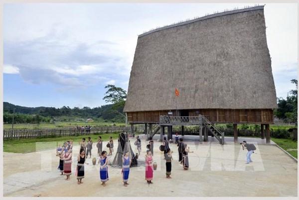 Du lịch Việt Nam: Độc đáo những mái nhà rông truyền thống