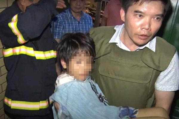 Giải cứu thành công bé gái bị bố đẻ bạo hành