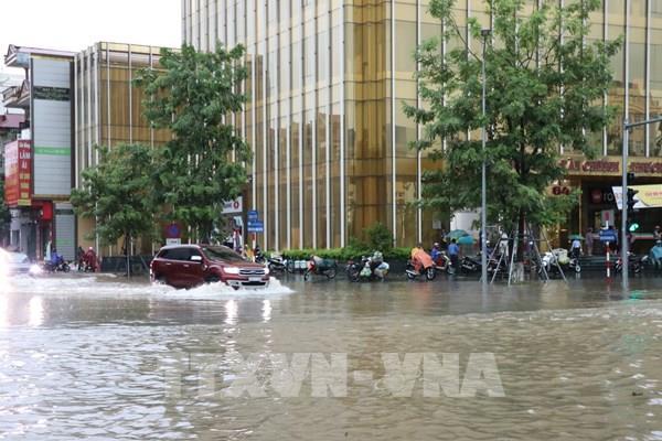 Thái Nguyên ngập trong biển nước, nhiều trường cho học sinh nghỉ học