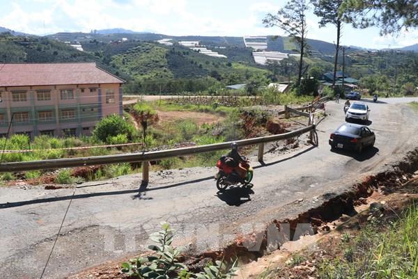 Sạt lở nghiêm trọng tuyến Quốc lộ 27C Đà Lạt- Nha Trang