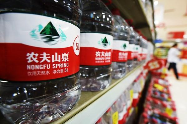 """Nongfu Spring """"lên sàn"""" làm xáo trộn danh sách người giàu tại Trung Quốc"""