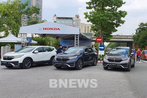 """Đại dịch COVID-19 và tháng """"Ngâu"""", doanh số bán ô tô tại Việt Nam tiếp tục giảm"""
