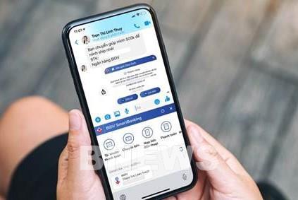 """Ngân hàng Việt đầu tiên cho phép giao dịch ngay khi đang """"chat"""""""