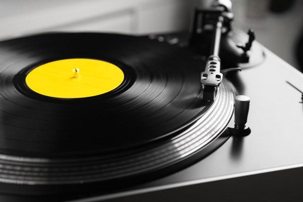 """Đĩa than lần đầu tiên """"vượt mặt"""" đĩa CD trong hơn 30 năm qua"""