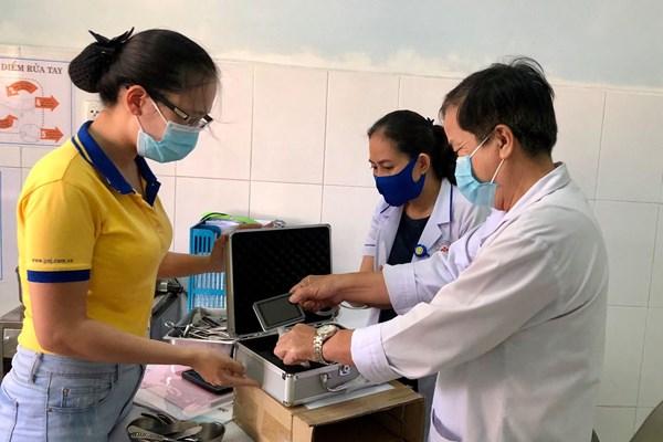 PNJ trao tặng thiết bị y tế cho bệnh viện tại Quảng Nam và Quảng Trị